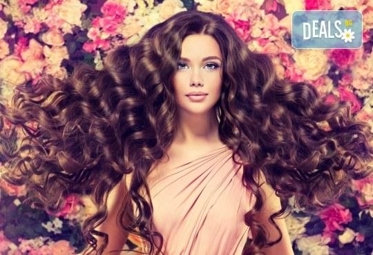 Здрава и красива коса! Терапия за скалп и против косопад с Hyaluronica Mesococtails Vita Hair от сертифициран лекар в салон Make Trix в Белите брези! - Снимка 2