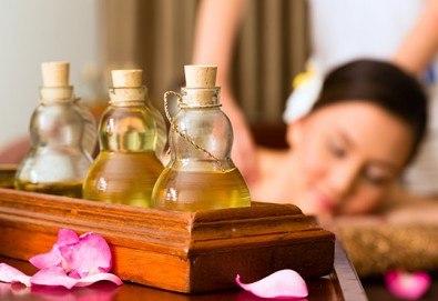 Класически болкоуспокояващ масаж на гръб, врат и раменен пояс с масло от манго в студио за красота Нимфея! - Снимка