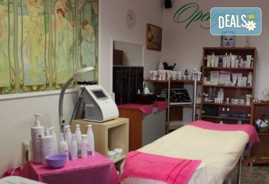 Терапия за околоочен контур с апаратна козметика - биполярен радиочестотен лифтинг и/или био-електро стимулация + масаж на лице, шия и деколте в Студио за здраве и красота Оренда! - Снимка 7