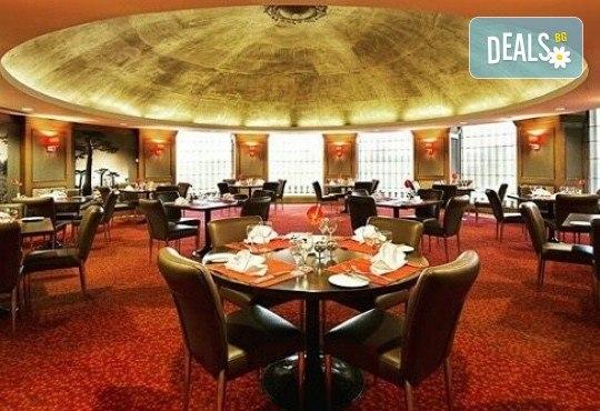 5-звездна Нова година в Истанбул! 3 нощувки със закуски и 2 вечери в Radisson Blu Conference & Airport Hotel 5*, транспорт и посещение на Мол и аквариум Aqua Florya! - Снимка 13
