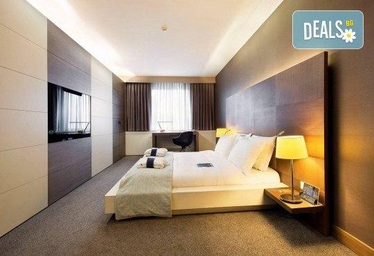 5-звездна Нова година в Истанбул! 3 нощувки със закуски и 2 вечери в Radisson Blu Conference & Airport Hotel 5*, транспорт и посещение на Мол и аквариум Aqua Florya! - Снимка 12