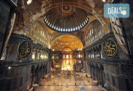 5-звездна Нова година в Истанбул! 3 нощувки със закуски и 2 вечери в Radisson Blu Conference & Airport Hotel 5*, транспорт и посещение на Мол и аквариум Aqua Florya! - Снимка 5