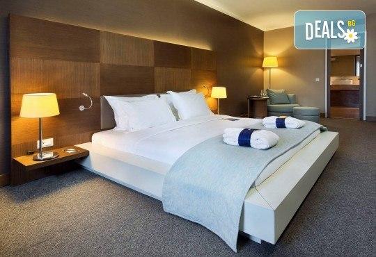 5-звездна Нова година в Истанбул! 3 нощувки със закуски и 2 вечери в Radisson Blu Conference & Airport Hotel 5*, транспорт и посещение на Мол и аквариум Aqua Florya! - Снимка 11