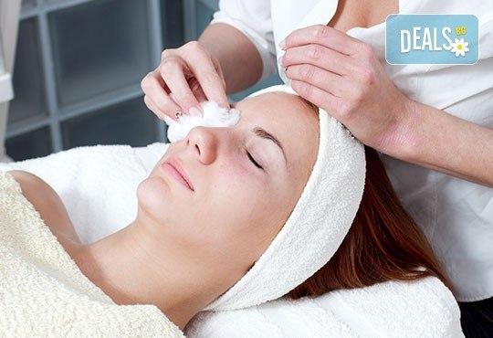 Нека лицето Ви засияе! 60-минутна процедура в 9 стъпки - дълбоко мануално почистване на лице, пилинг и лечебен масаж в Beauty Studio Platinum! - Снимка 2