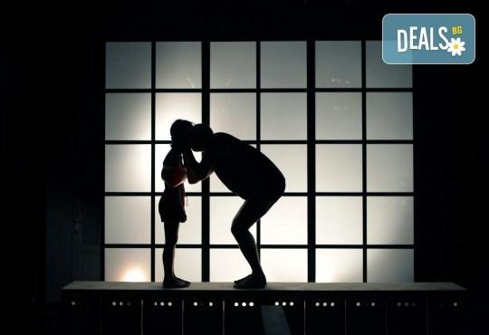 Гледайте Законът на Архимед в Малък градски театър Зад канала на 6-ти октомври (събота) от 19 часа! - Снимка 4