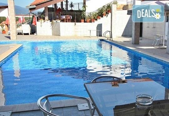 Почивка в Брацигово! 1 нощувка със закуска, обяд, вечеря и басейн в СПА хотел Виктория, цена на човек - Снимка 1
