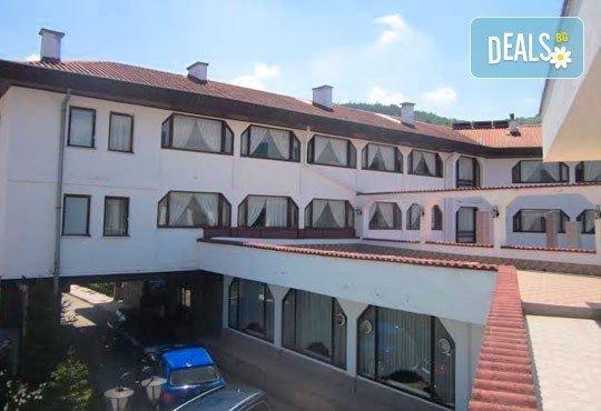 Почивка в Брацигово! 1 нощувка със закуска, обяд, вечеря и басейн в СПА хотел Виктория, цена на човек - Снимка 4