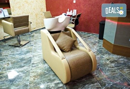 Подстригване, масажно измиване с кератинов шампоан Colorcare, възстановяваща терапия и оформяне със сешоар в студио за красота Secret Vision - Снимка 7
