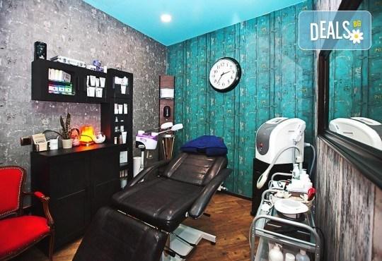 Погрижете се за косата си! Подстригване, масажно измиване, прав сешоар + кератинова преса, която подхранва косъма в дълбочина, или букли в соларно и козметично студио Моre Sun в жк. Младост 3! - Снимка 11