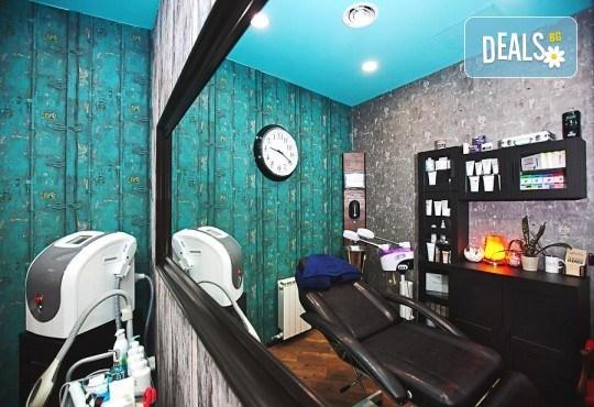 Погрижете се за косата си! Подстригване, масажно измиване, прав сешоар + кератинова преса, която подхранва косъма в дълбочина, или букли в соларно и козметично студио Моre Sun в жк. Младост 3! - Снимка 12