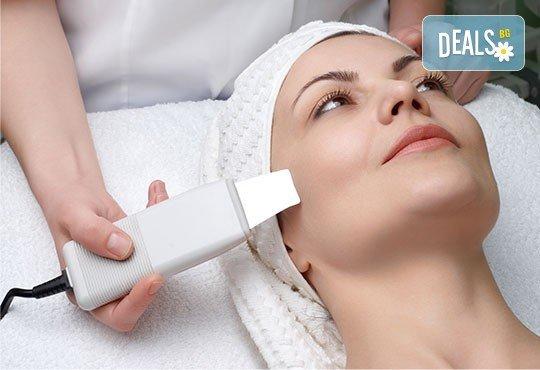 Медицинско почистване на лице с ултразвукова шпатула, вкарване на серум чрез ултразвук или диамантено микродермабразио в соларно и козметично студио Моre Sun в жк. Младост 3! - Снимка 3