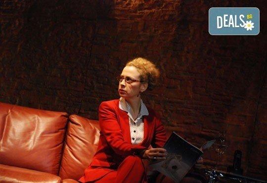 Гледайте великолепната Силвия Лулчева в Любовна песен на 27.10. от 19 ч, Младежки театър, камерна сцена, 1 билет - Снимка 6