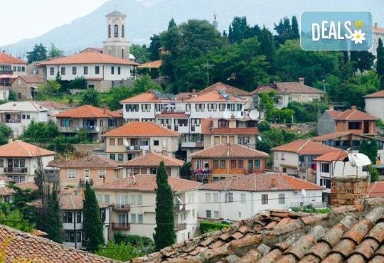 Екскурзия през ноември или декември до Охрид с Глобул Турс! 2 нощувки, транспорт, посещение на Скопие, Струга и село Калище! - Снимка 3