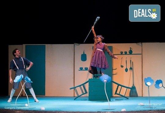 На театър с децата! Гледайте новата приказка Хензел и Гретел на 27.10. от 16 ч. в Младежки театър, голяма сцена! Билет за един - Снимка 5