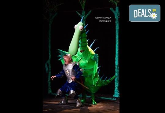 Смях и забавления за малки и големи! Приказка за Рицаря без кон, на 20.10. от 16ч. в Младежки театър, 1 билет - Снимка 5