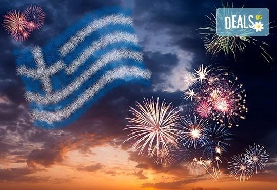 Посрещнете Нова година на остров Тасос! 3 нощувки със закуски и вечери с жива музика в хотел Ellas 2*, транспорт и разходка в Кавала! - Снимка 1