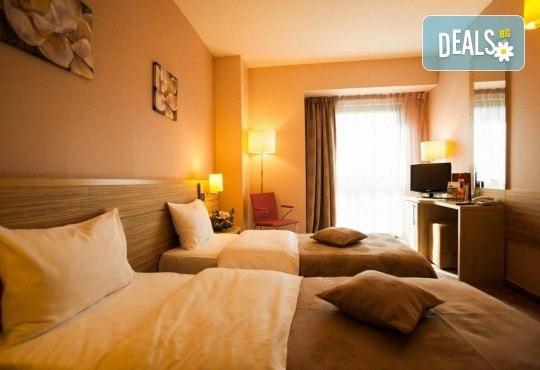 Нова Година 2019 в хотел Rin Grand 4*, Букурещ, с Караджъ Турс! 2 нощувки със закуски, транспорт, водач и програма - Снимка 4