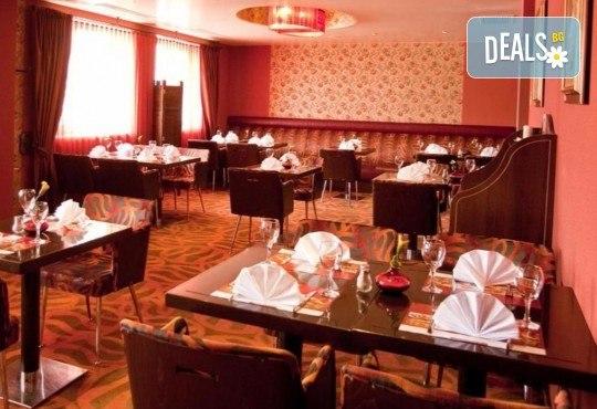 Нова Година 2019 в хотел Rin Grand 4*, Букурещ, с Караджъ Турс! 2 нощувки със закуски, транспорт, водач и програма - Снимка 7