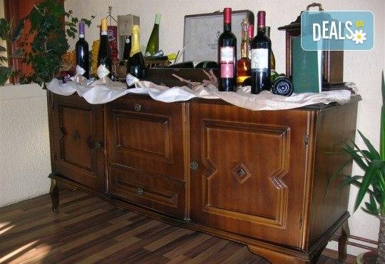 Купон по сръбски за Нова година в Бела паланка! Празнична вечеря в Кafana Vozd с жива музика и неограничена консумация на алкохолни и безалкохолни напитки и транспорт! - Снимка 6