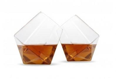 Нестандартно и оригинално! Вземете луксозен сет чаши за уиски с форма на диамант! - Снимка