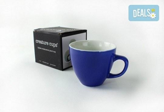 Направете подарък на себе си или на близък човек - ефектна синя керамична чаша с жаба в нея! - Снимка 5