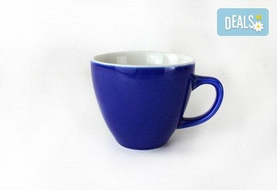 Направете подарък на себе си или на близък човек - ефектна синя керамична чаша с жаба в нея! - Снимка 4