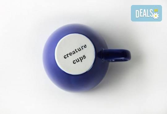 Направете подарък на себе си или на близък човек - ефектна синя керамична чаша с жаба в нея! - Снимка 2