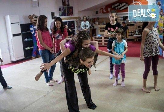 Четири посещения на танцова и театрална импровизация за деца в Sofia International Music & Dance Academy! - Снимка 4