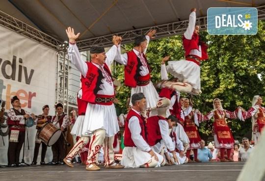 4 урока по народни танци за начинаещи в Sofia International Music & Dance Academy