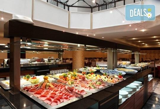 Нова Година 2019 в Истанбул, с Дари Травел! 3 нощувки със закуски в хотел Grand Halic Hotel 4*, Новогодишна гала вечеря, транспорт, посещение на Одрин - Снимка 6