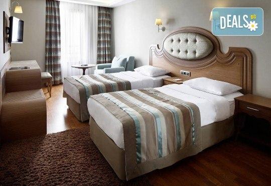 Нова Година 2019 в Истанбул, с Дари Травел! 3 нощувки със закуски в хотел Grand Halic Hotel 4*, Новогодишна гала вечеря, транспорт, посещение на Одрин - Снимка 2