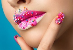 Поставяне на течен гел върху естествен нокът, маникюр с гел лак Bluesky, 2 4D декорации и сваляне на стар гел лак в студио за красота Jessica! - Снимка