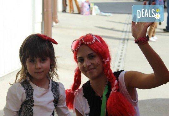 Щуро парти за Хелоуин за до 15 възрастни или деца с аниматор-диджей, музикално оформление, хелоуински аксесоари, костюми под наем и хелоуински късмети! - Снимка 3