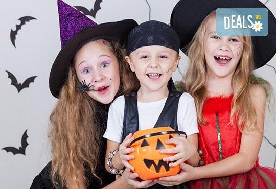 Щуро парти за Хелоуин за до 15 възрастни или деца с аниматор-диджей, музикално оформление, хелоуински аксесоари, костюми под наем и хелоуински късмети! - Снимка 1