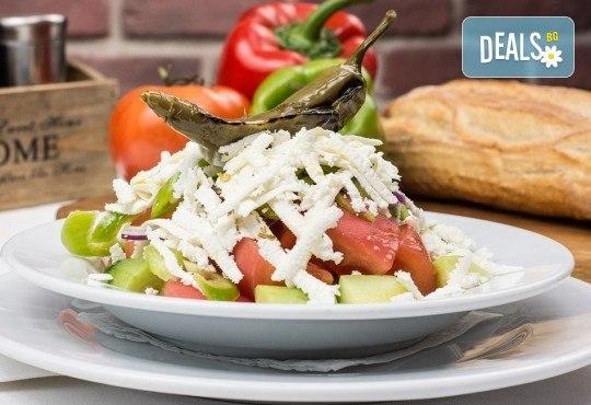 Вземете плато Leo със сочни ребърца, пържени картофки и шопска салата от ресторант-барбекю 79 Stories! - Снимка 4