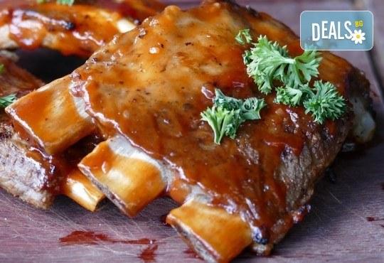 Вземете плато Leo със сочни ребърца, пържени картофки и шопска салата от ресторант-барбекю 79 Stories! - Снимка 1