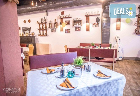 Вземете плато Leo със сочни ребърца, пържени картофки и шопска салата от ресторант-барбекю 79 Stories! - Снимка 6