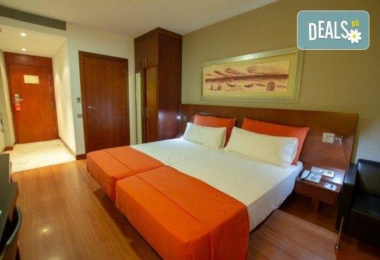 Новогодишна фиеста в Барселона с Trips2go! 5 нощувки със закуски хотел 4*, самолетен билет, трансфери, панорамни обиколки! - Снимка 9