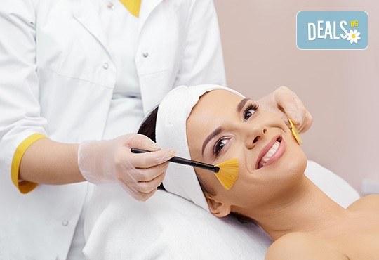 Терапия с гликолов пилинг за изсветляване на пигментни петна, изглаждане на проблемна кожа и фини бръчици в козметично студио Ма Бел! - Снимка 1