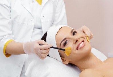 Терапия с гликолов пилинг за изсветляване на пигментни петна, изглаждане на проблемна кожа и фини бръчици в козметично студио Ма Бел! - Снимка