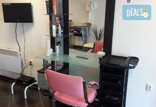 Дамско подстригване, измиване, подхранваща маска на Revlon Professional, оформяне със сешоар, преса или маша по избор във Фортуна Стил и Красота! - Снимка 6