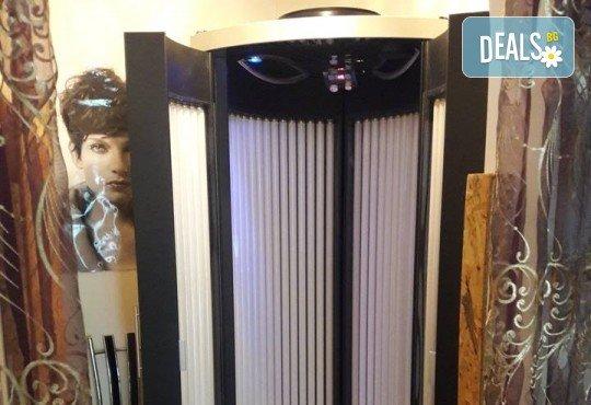 Дамско подстригване, измиване, подхранваща маска на Revlon Professional, оформяне със сешоар, преса или маша по избор във Фортуна Стил и Красота! - Снимка 9