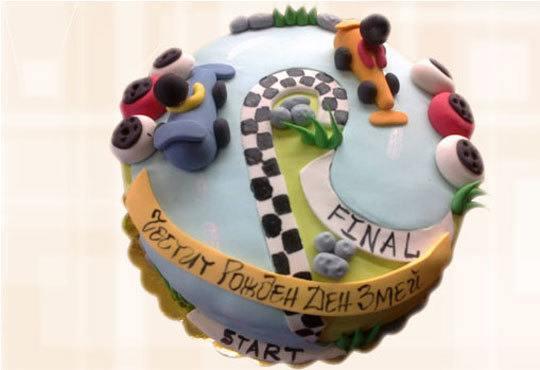 За момчета! Детска торта за момчета с коли и герои от филмчета с ръчно моделирана декорация от Сладкарница Джорджо Джани - Снимка 12