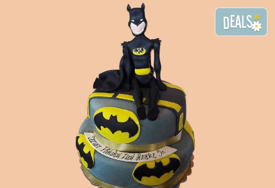 За момчета! Детска торта за момчета с коли и герои от филмчета с ръчно моделирана декорация от Сладкарница Джорджо Джани - Снимка 11