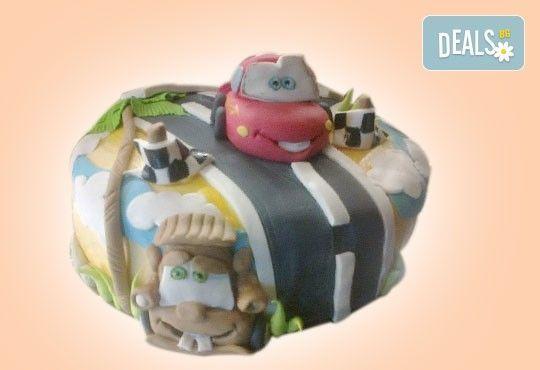 За момчета! Детска торта за момчета с коли и герои от филмчета с ръчно моделирана декорация от Сладкарница Джорджо Джани - Снимка 20