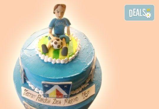 За момчета! Детска торта за момчета с коли и герои от филмчета с ръчно моделирана декорация от Сладкарница Джорджо Джани - Снимка 28