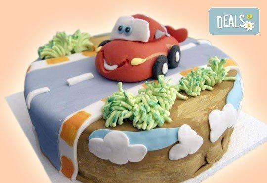 За момчета! Детска торта за момчета с коли и герои от филмчета с ръчно моделирана декорация от Сладкарница Джорджо Джани - Снимка 19