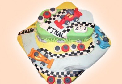 За момчета! Детска торта за момчета с коли и герои от филмчета с ръчно моделирана декорация от Сладкарница Джорджо Джани - Снимка