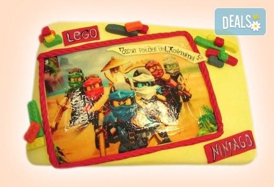 За момчета! Детска торта за момчета с коли и герои от филмчета с ръчно моделирана декорация от Сладкарница Джорджо Джани - Снимка 5
