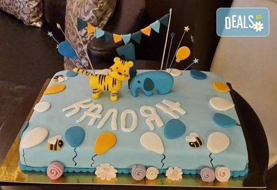 За момчета! Детска торта за момчета с коли и герои от филмчета с ръчно моделирана декорация от Сладкарница Джорджо Джани - Снимка 17